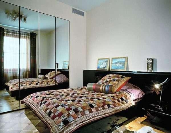 Зеркала в спальне 12 м зрительно увеличивают пространство