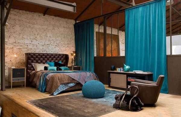 Коричнево-голубой интерьер спальни