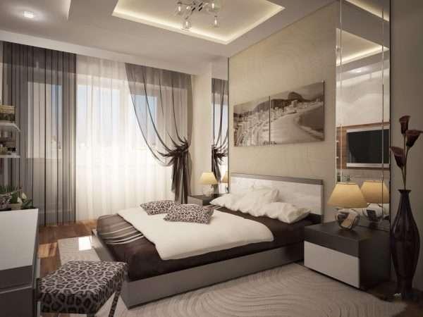 Кровать занимает центральное место в спальне