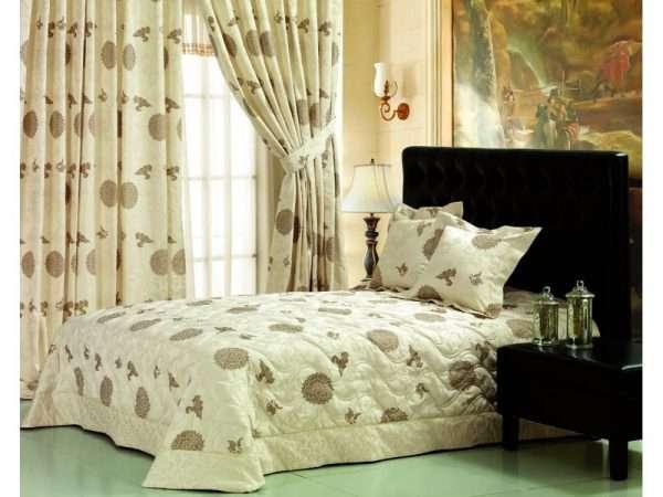 Льняное покрывало с принтом в тон композиции спальни