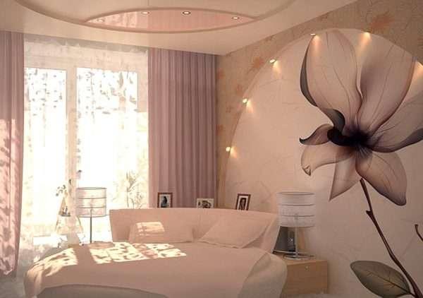 3D картины на стене в спальне