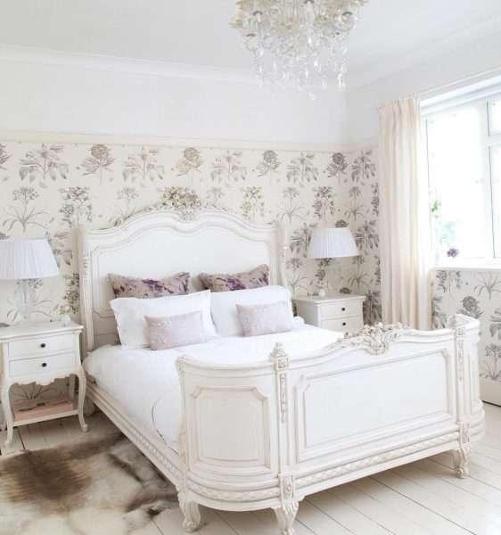 Белый ламинат для пола в спальне