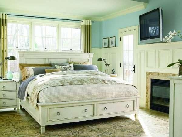 Кровать с простым дизайном