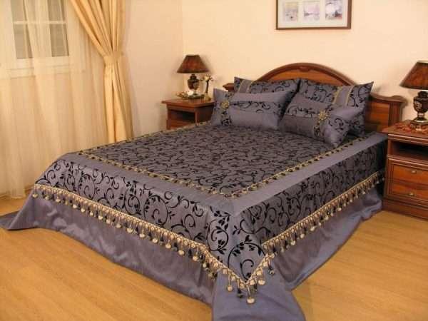 покрывало на кровать в классическую спальню, пошитые на заказ
