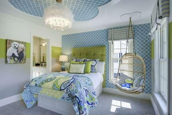 Зелено-голубая комната для девочки подросткового возраста.