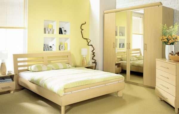 Обои для спальни со светлой мебелью