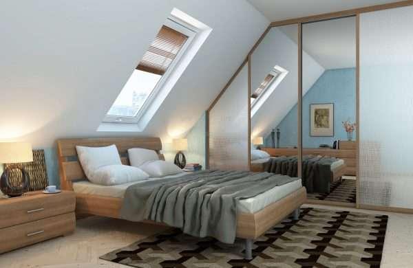Зеркала в спальне на мансарде