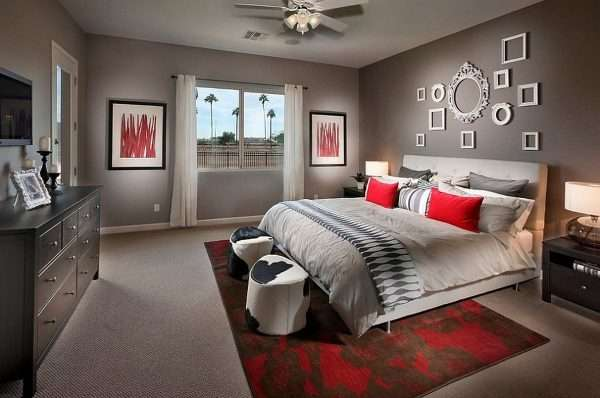Сочетание серого и активного красного в интерьере спальни