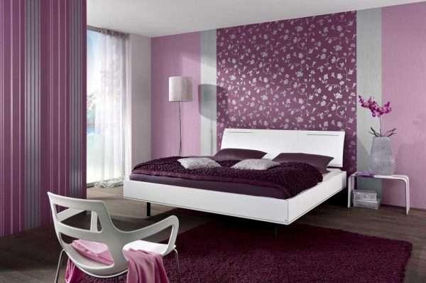 Выделение стены у изголовья кровати в спальне 3 на 3