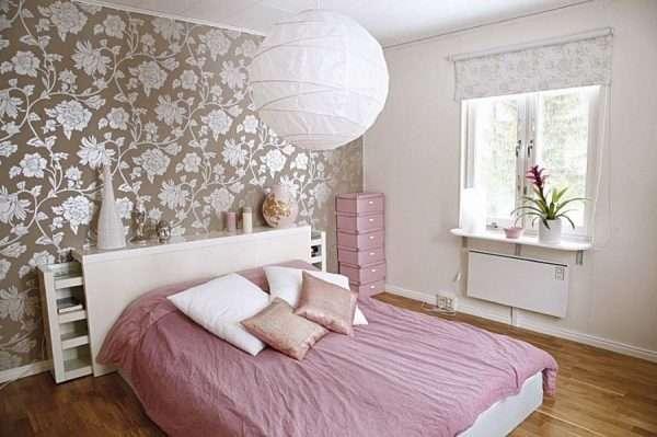 Сочетание различных материалов в отделке спальни