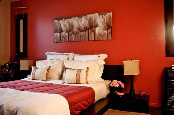 Дизайн спальни в коралловом цвете