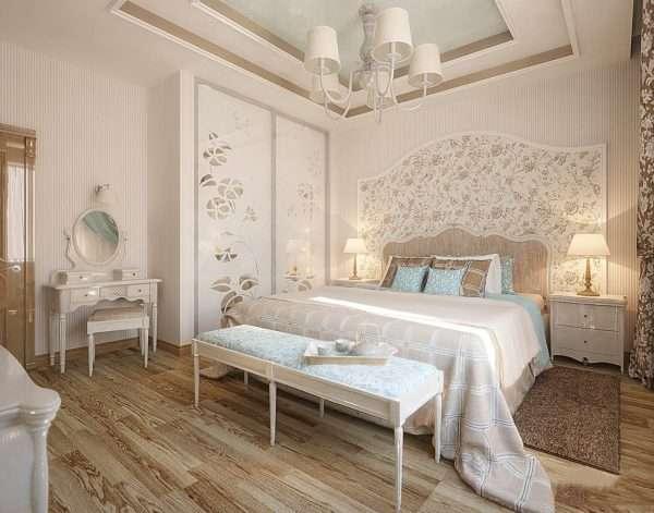 Спальня с обоями 2 видов в романтическом стиле