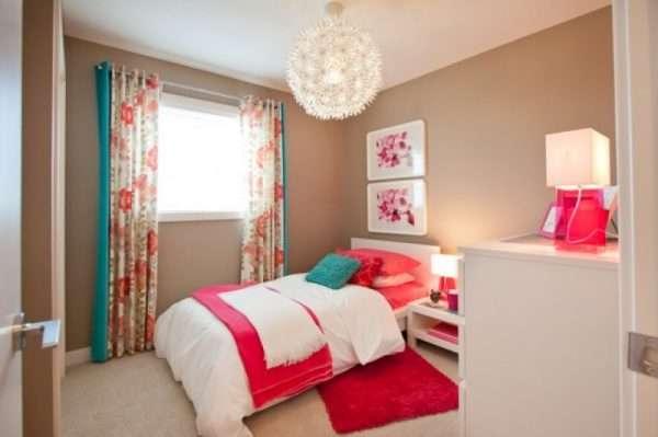 Красочное убранство спальни для девочки
