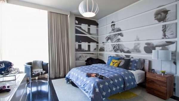 Интерьер спальни для мальчика подростка в серо-голубых тонах