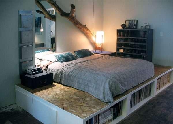 Подиум вместо кровати в маленькую спальню