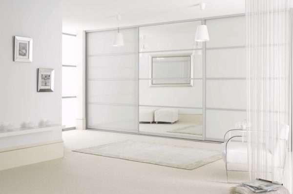 Большой белый шкаф купе в спальню