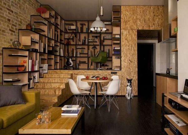 интерьер многоуровневой гостиной в доме