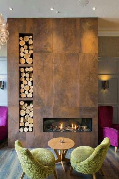 дровянной камин в интерьере гостиной
