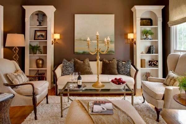 коричневый фон стен в сочетании с белой мебелью