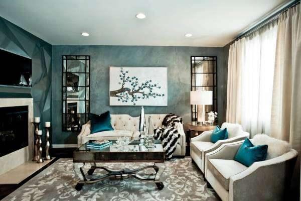 белая мебель в гостиной с синими стенами