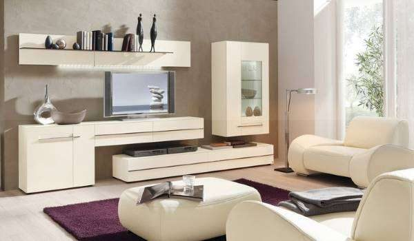 белая современная мебель в гостиной