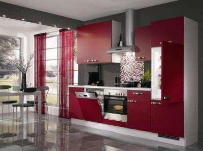 бордовые шторы в интерьере кухни гостиной
