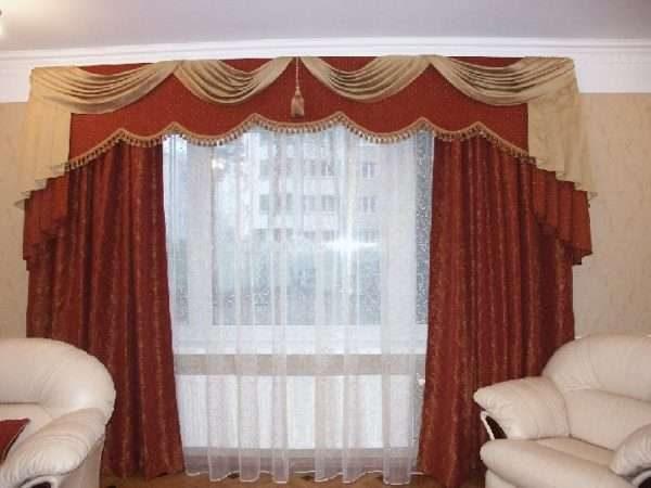 бордовые шторы с ламбрекеном в гостиной классика