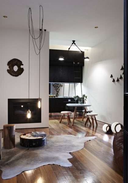 креативные светильники в интерьере черно-белой гостиной