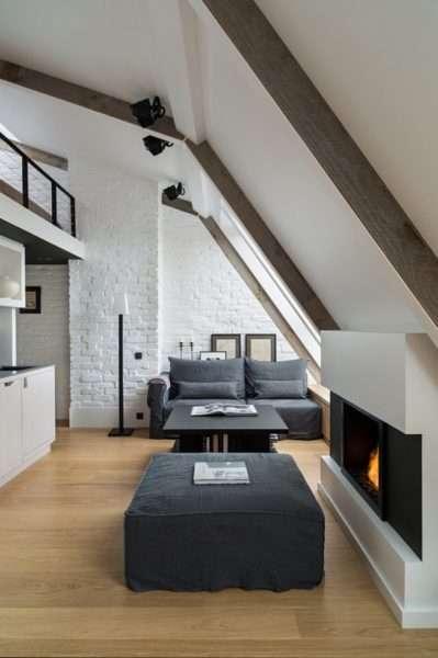 Мансардная черно-белая гостиная в стиле лофт