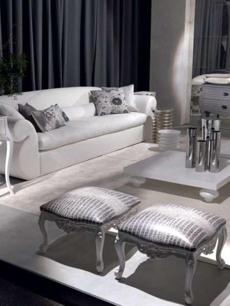 белая мебель в интерьере черно-белой гостиной