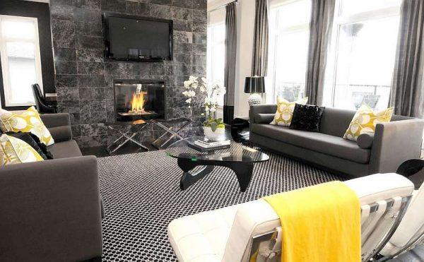 декор стены черным мрамором в интерьере черно-белой гостиной