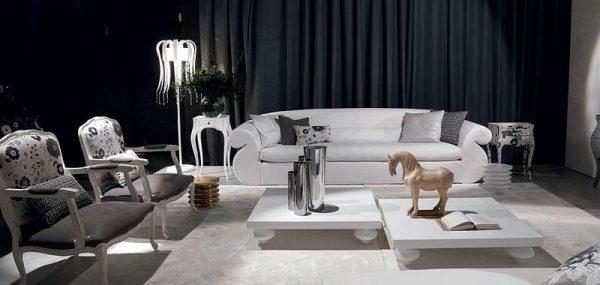 мебель и декоративные статуэтки в интерьере черно-белой гостиной
