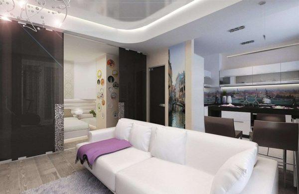 Гостиная совмещенная с кухней с белым диваном