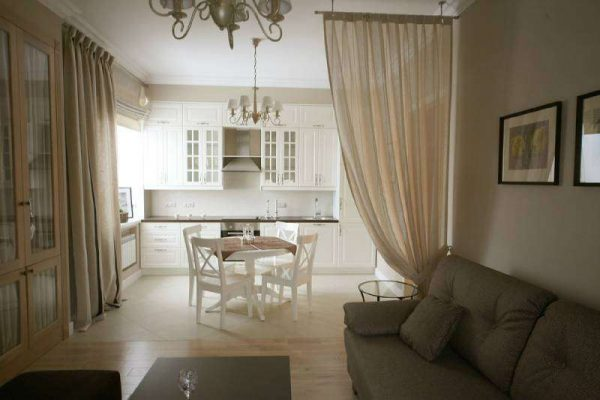 штора для зонирования на кухне гостиной 14 кв. м.