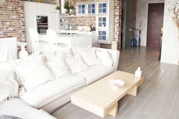 белая мебель в интерьере кухни гостиной 17 кв. м