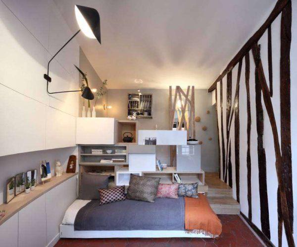 стильный диван в интерьере кухни гостиной 17 кв. м