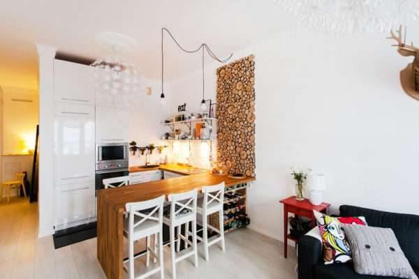 стильный декор стены в интерьере кухни гостиной 17 кв. м