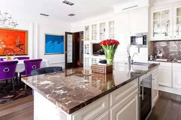 островная кухня в интерьере кухни гостиной 17 кв. м