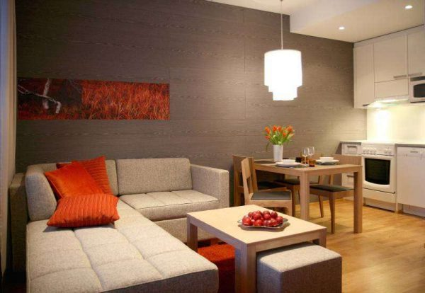 угловой диван в интерьере кухни гостиной 17 кв. метров