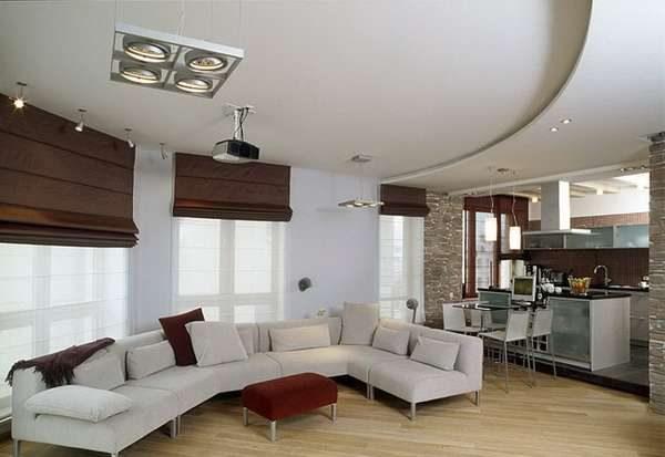 Гостиная совмещенная с кухней с многоуровневым потолком