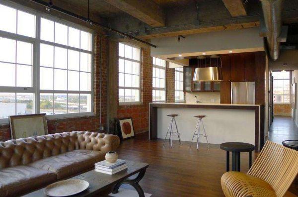 дизайн гостиной совмещённой с кухней с кожаным диваном