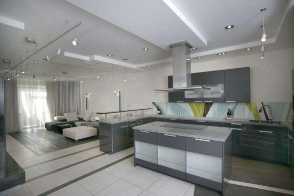 дизайн гостиной совмещённой с кухней c островной зоной