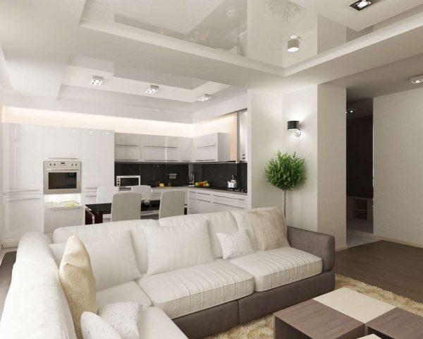 белый диван в гостиной совмещённой с кухней
