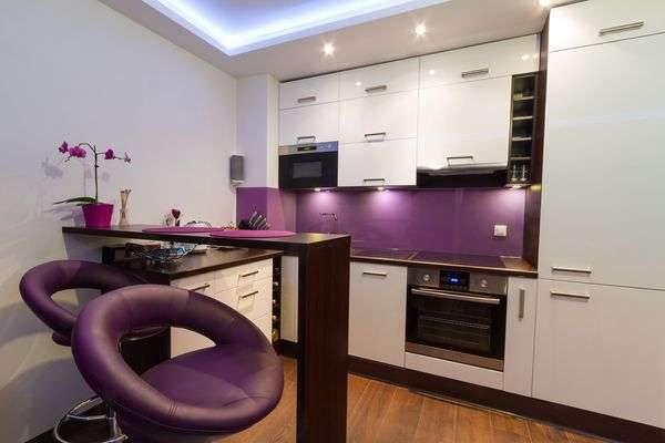 фиолетовый в интерьере кухни гостиной