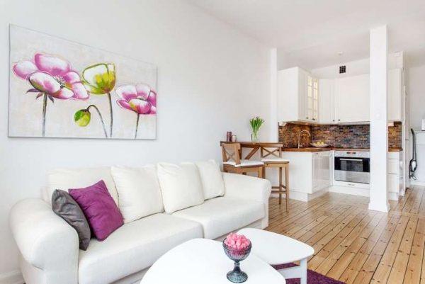 белая мебель в интерьере кухни-гостиной