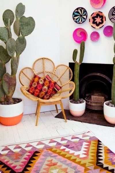 стильный стул в интерьере современной гостиной
