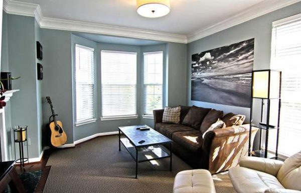 гостиная с эркером в стиле минимализм