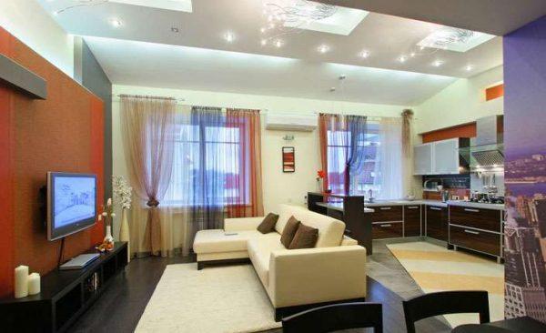 гостиная с двумя окнами с зонированием