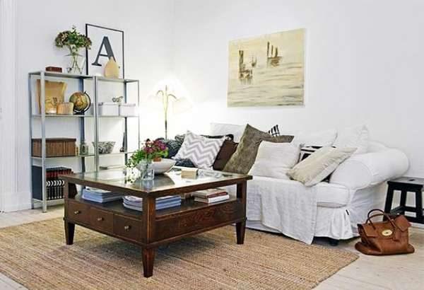 мягкий диван в гостиной 16 кв. метров