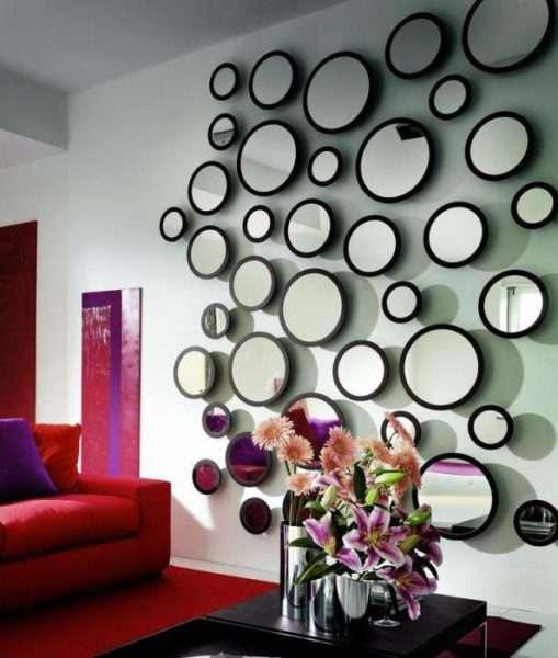 зеркало на стене гостиной